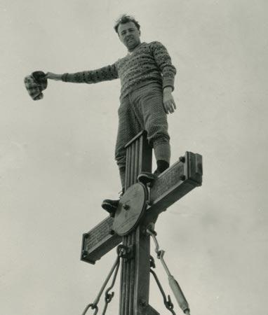 Hans Pichler am Gipfelkreuz des Großglockners
